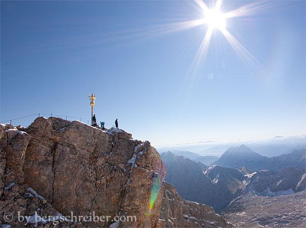 Zugspitze, das Gipfelkreuz ist vergoldet